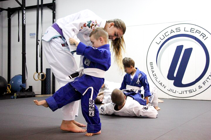 brazilian jiu jitsu kids working with woman lucas lepri